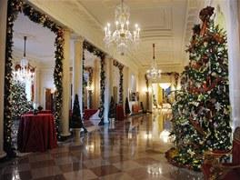 Nejsvátečněji je vyzdobena Křížová chodba s velkým počtem vánočních stromků.