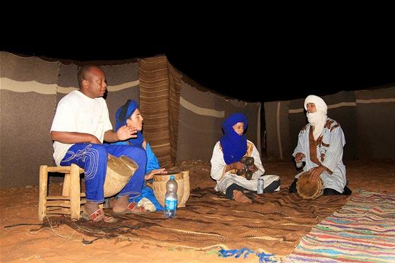 Rytmické bubnování Berberů prý dokáže strhnout i hudebního neznaboha a člověka,