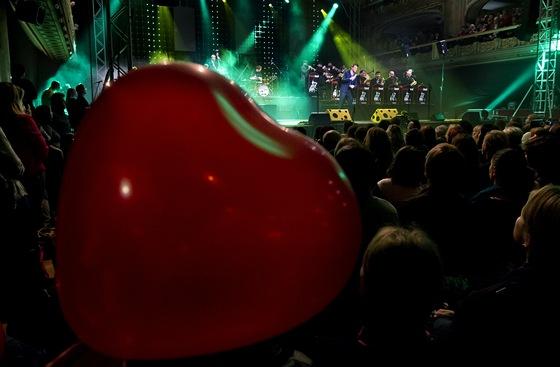 Vojtěch Dyk završil v pražské Lucerně turné s brněnským B-Side Bandem (21.