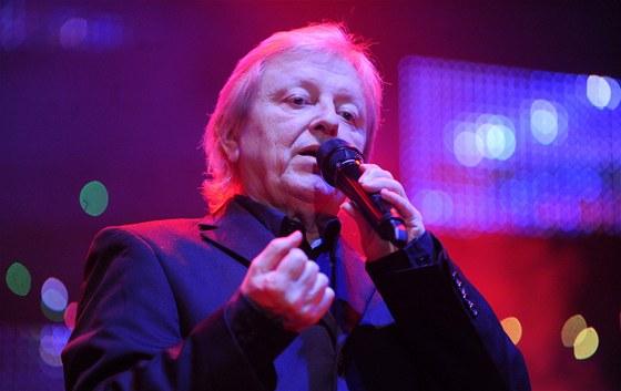 V�clav Neck�� p�i zahajovac�m koncertu P�lno�n�ho turn� v Pardubic�ch (17. 12.