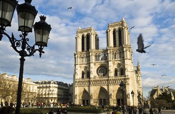 Denně katedrálu navštíví kolem 30 tisíc lidí.