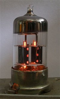 Takto vypadá elektronka.