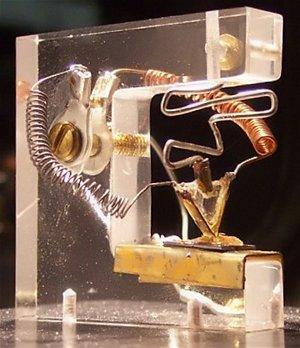 Replika prvního tranzistoru