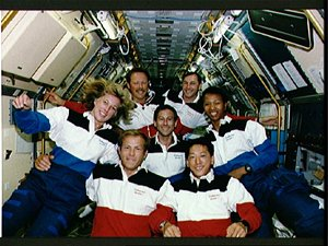 Pos�dka letu STS-47, v n� byli man�el� Mark Lee a Nany Jan Davisov�.
