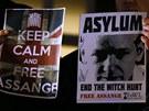 Assange přišlo před ekvádorskou ambasádu v Londýně podpořit asi 80 lidí.
