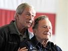 OTEC A SYN. B�val� ameri�t� prezidenti George W. Bush (vlevo) a George H.W.