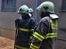Na Prostějovsku zasypaly piliny dělníka.
