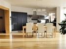 Kuchyň je vybavena antracitovou linkou.