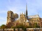 Pohled na katedrálu přes rameno Seiny