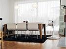 Se stolem Personi materiálově koresponduje skleník  z nepravidelně umístěných
