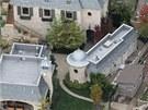 Obytná plocha domu je skoro patnáctinásobně větší než průměrný americký rodinný...