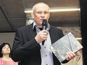 Josef Pleskot na zahájení výstavy mapující jeho tvorbu představil i publikaci o