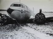 Letadlo HA-LIF po nouzov�m p�ist�n�.