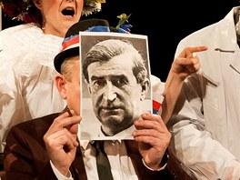 Divadlo Gočár / Miloš Orson Štědroň - na snímku zleva Jan Mikušek v roli Jože
