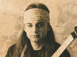 V devadesátých letech vystupoval Dodo sólově. Z této doby pochází také jeho hit