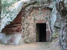 Skály v blízkosti Riudomsu (hrad Escornalbou) byly pro Gaudího velkou inpirací.