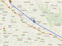 Trasa letu obou maďarských letadel - modrou šipkou místo nouzového přistání