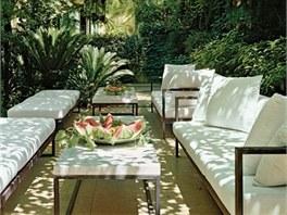 V zahradě v bejrůtském sídle roste jasmín, gardénie a pomerančovníky. Saab zde