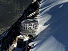 Nerezové opláštění chrání stavbu před drsnými klimatickými podmínkami, které v