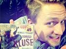 Tomáš Klus se falešnému cédéčku se svými písničkami směje.