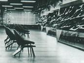 Interiér ostravského Domu obuvi z roku 1957, jeden z prvních projektů Radima