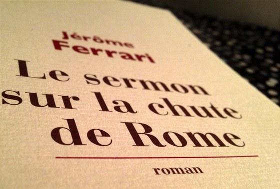 Detail z obálky vydání románu Le sermon sur la chute de Rome