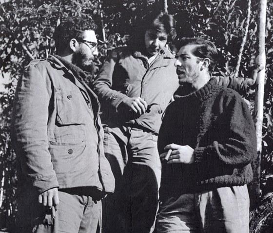 Enrique Meneses:  Fidel Castro, Raúl Castro a Enrique Meneses.