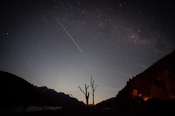 V noci se nám nad hlavou odehrávají nekonečné příběhy Hvězdných válek.