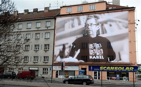 Billboard s fotografií bývalého českého prezidenta Václav Havla v tričku s