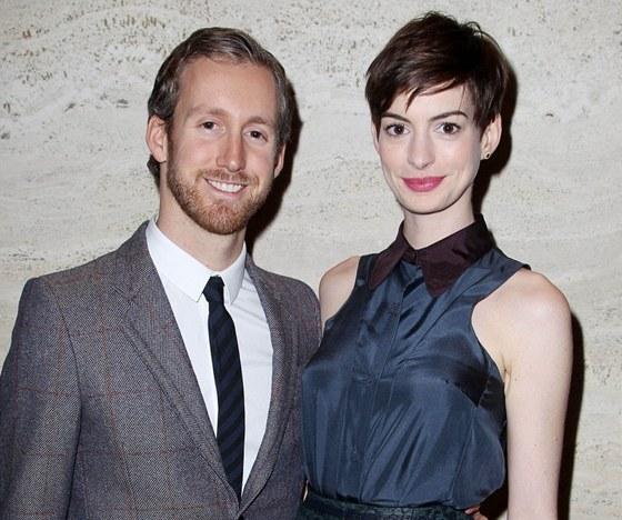 Anne Hathawayová s manželem