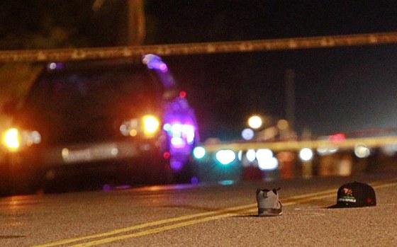 Snímek z místa nehody. Po fotografovi zůstala na místě čepice a bota.