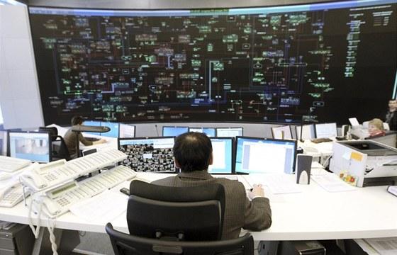 Operátor musí sledovat situaci v celé elektrické síti (ilustrační záběr z ruské
