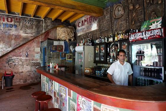 """V podobných barech se platí v """"tvrdých"""" cuckách, jedno pivo stojí jako průměrný"""