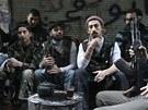 Syrští povstalci v Aleppu odpočívají u čaje (1. ledna 2013)