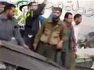 Následky leteckého úderu na čerpací stanici na předměstí Damašku (2. ledna 2013)