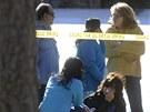 Policie vyšetřuje okolí domu, v němž útočník z předměstí Denveru zabil tři