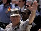 Po v�t�zn� v��lce mu Amerika vzd�vala hold na slavnostn�m pochodu.