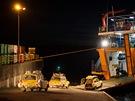 Blíží se půlnoc a konečně najíždíme na loď směr Chaitén. Aniž bychom to tušili,