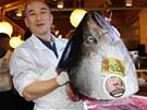 Na aukci tu��k� v Tokiu padl rekord. Rybu vydra�il majitel s�t� sushi