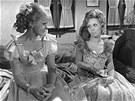 Iva Janžurová a Jiřina Jirásková v televizním seriálu Sňatky z rozumu (1968)
