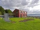 Majitelé investovali do kvalitních dřevohliníkových oken s izolačními trojskly,