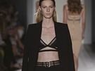 Kalhotový kostým: Victoria Beckham (prodává Simple Concept Store)