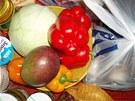 Objednali jsme dvě žluté a tři červené papriky. Oproti minulému nákupu, kdy místo kusů byla zelenina dodána na kila, proběhla dodávka správně.