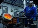 Odlévání zlata do formy. Zpracování drahých kovů v podniku Safina (22....