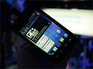 Prototyp levného smartphonu s procesorem Intel Atom