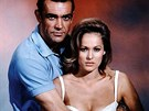 Sean Connery a Ursula Andressová ve filmu Dr. No (1962)