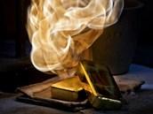 Výroba zlaté cihličky - ilustrační foto. Zpracování drahých kovů v podniku...