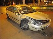 Nehoda renaultu a citroënu v Brněnské ulici v Hradci Králové, oba řidiči pili