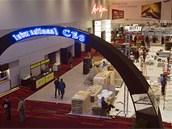 D�ln�ci p�ipravuj� halu v Las Vegas Convention Center, kde se bude odehr�vat CES 2013. V�stava bude zab�rat v�ce ne� 17 hektar� plochy a p�il�kat m� na 150 tis�c n�v�t�vn�k�.