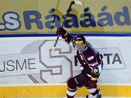 HVĚZDA ZÁPASU. Sparťan Petr Ton nastřílel pardubickým hokejistům hattrick.